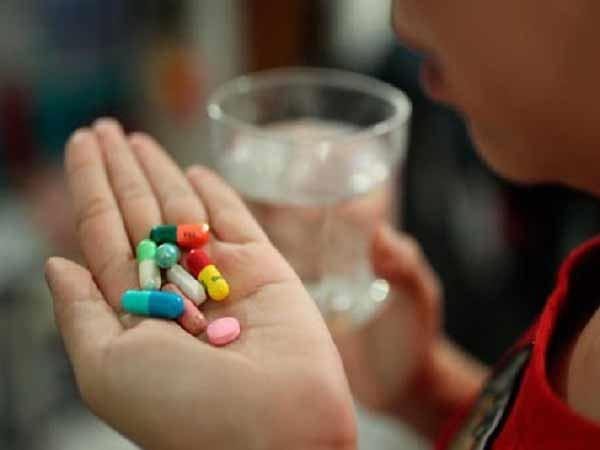 Mơ thấy uống thuốc đánh con số nào phát tài phát lộc?